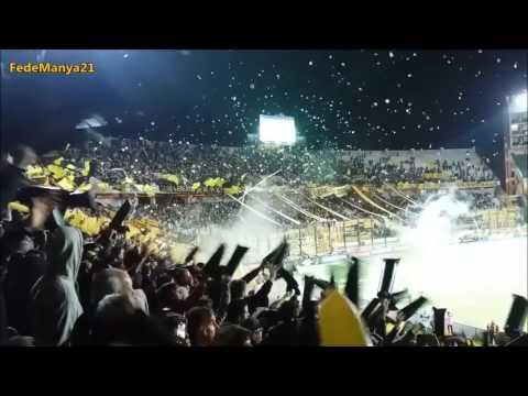 """""""Recibimiento de la Hinchada de Peñarol vs Atlético Tucumán"""" Barra: Barra Amsterdam • Club: Peñarol"""