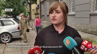 У Львові на відео зняли пару ймовірних наркоманів, як...