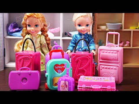Elsa and Anna toddlers go on holidays and pack their suitcases