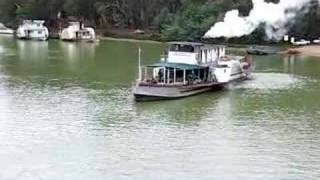 preview picture of video 'Paddlesteamer at Echuca'