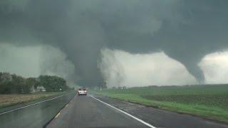 Смотреть онлайн Двойное торнадо в США 16 июня 2014