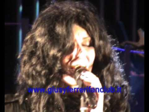 Giusy Ferreri - La magia è la mia amante live ad Alessandria.wmv