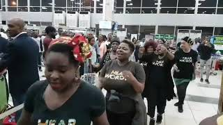 """""""EMI MA BIMO"""" FULL skit by Nollywood Actresses at the Airport."""