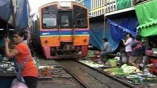 Thailand: Pasar Yang Dibangun Diatas Rel Kereta Api