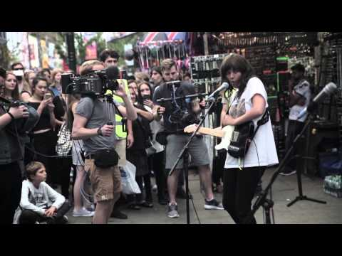 Courtney Barnett - Everybody Doesn't Really Care If You Don't Go To The Party