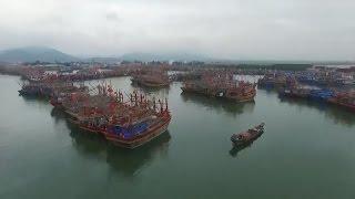 Tin Tức 24h: Tàu cá đang neo đậu bị lốc đánh chìm ở Quảng Trị