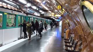 preview picture of video 'Paris Metro: Arts et Metiers Station  Line 11 15 January 2015'