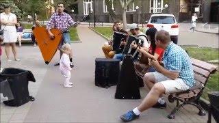 Уличные музыканты  Ростова-на-Дону. Ансамбль народных инструментов.