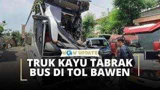 Rantai Derek Putus, Truk Kayu Tabrak Bus di Tol Bawen Semarang