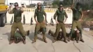 пьяные израильские солдаты танцуют неприличные танцы