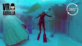 Freedive in Deeptank - Blowing Air Rings (360 VR Video)