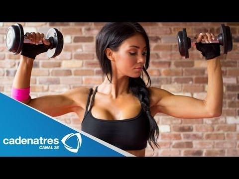 El aumento del pecho la maqueta de entrenamiento el peso