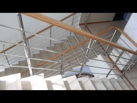Установка перил лестницы из дерева: подготовка дерева и крепление поручня