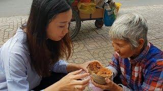 Cụ Bà Lãng Tai Bán Trái Quách Kỳ Lạ Có Thể Trị Bệnh Đau Lưng, Sài Gòn Phố
