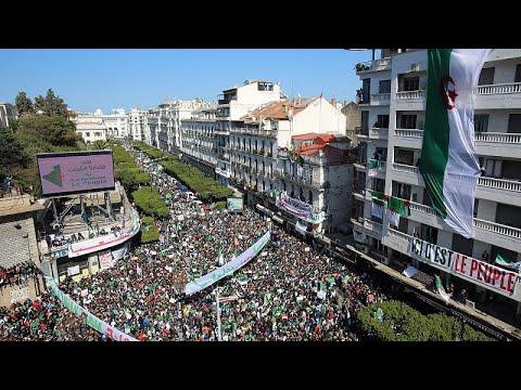 Μεγάλες διαδηλώσεις κατά του Μπουτεφλίκα σε όλη τη χώρα…