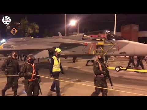 El primer caza Gripen F-39 llega a Brasil por vía marítima