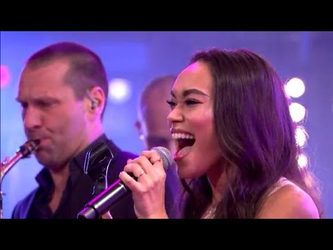Romy Monteiro zingt 'I Wanna Dance With Somebody' - RTL LATE NIGHT