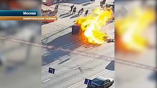 Мотоцикл протаранил фуру и взорвался. Видео с камер!