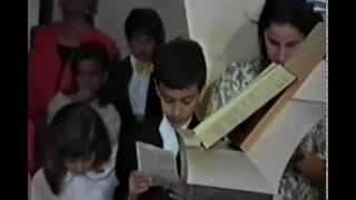 preview picture of video '6 giugno 1993: Parrocchia S. Lucia di Ascoli Satriano - prima comunione di Gianmichele'