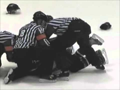 Thomas Carr vs. Alex Petrovic