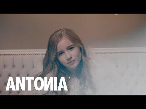 Antonia In Oglinda Lyrics Video