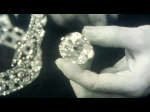 فيديو:باكستان تطالب بإعادة قطعة ماس نفيسة تتوسط تاج ملكة بريطانيا