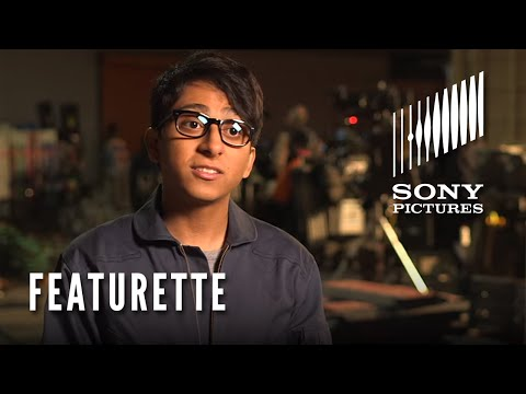 The 5th Wave (Featurette 'Meet Dumbo')