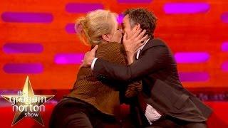 Meryl Streep Kisses Super Smooth <b>Mark Ruffalo </b> The Graham Norton Show