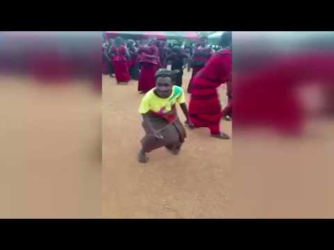Video: Ghanaian old woman's 'killer' 'One Corner' dance moves