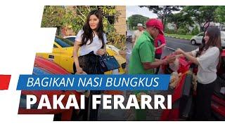 Pasangan Crazy Rich Surabaya Naik Ferrari Bagikan Nasi Bungkus di Jalanan