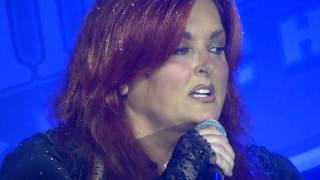Wynonna Judd: Bantering with the Audience