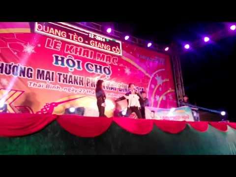 Lâm Chấn Huy gặp Lan sexy tại hội chợ Thái Bình
