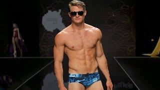 Forró férfiak mutatták be a 2018-as férfi fürdőnadrág divatot