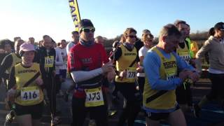 preview picture of video 'Bedford Half Marathon 2013 - start'
