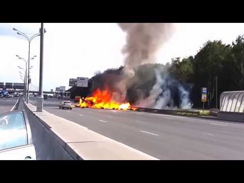 Khi xe chở Gas gặp tai nạn, chuyện gì sẽ xảy ra? Bùm bùm, vãi