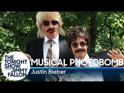 Justin Bieber & Jimmy Fallon Are Creepily Cute Doing Musical Photobombs In Central Park! - Perez Hilton