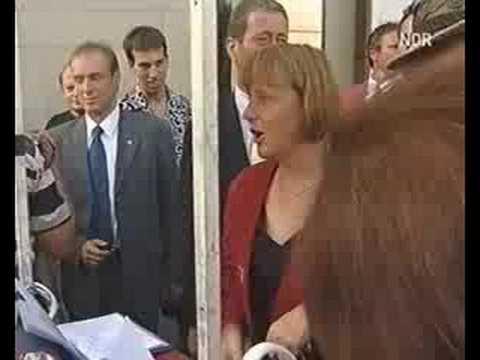 Angela Merkel singt Marmor Stein und Eisen bricht