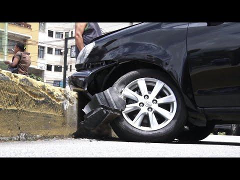 Colisão entre carreta e carro causa longo congestionamento no Centro de Friburgo
