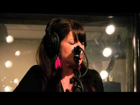 Shelby Earl - Under Evergreen (Live on KEXP)