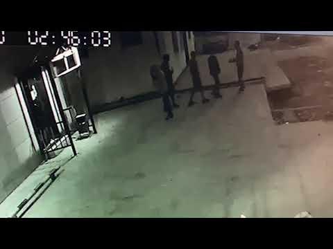В Якутске трое парней избили и ограбили посетителя бара