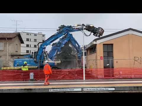 Piano stazioni: si demolisce il dopolavoro ferroviario