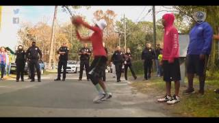 Шакил О'Нил играет с пацанами в баскетбол