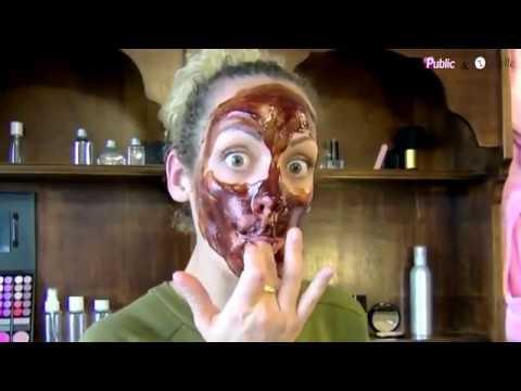Le masque pour la personne avec leau et la gélatine