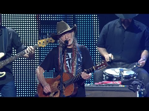 Willie Nelson & Family – On the Road Again (Live at Farm Aid 2016)