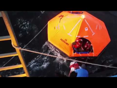 Video: Tugboat hauling space shuttle tank makes dramatic sea rescue