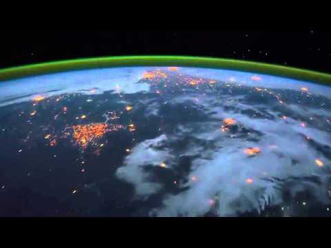 Flug über die Erde mit der ISS