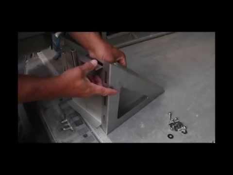 Montage einer Wandkonsole für einen doppelwandigen Edelstahlschornstein