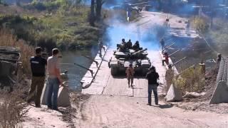 УКРАИНСКИЕ ТАНКИ. На переправе через мост. АТО в Украине.