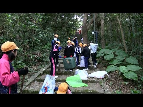 種子島の学校活動:住吉小学校住吉神社で落葉拾い清掃活動