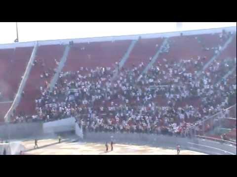 """""""Los de Abajo vs Garra Blanca (2 mil Colocolinos vs 30 mil madres - Nacional, clásico)"""" Barra: Garra Blanca • Club: Colo-Colo"""